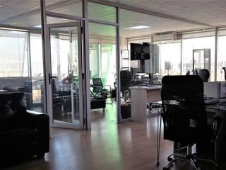 AOG Estudios y despachos de estilo moderno Derivados de madera Acabado en madera