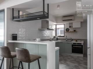 百玥空間設計 ─ 36℃ 灰:  系統廚具 by 百玥空間設計