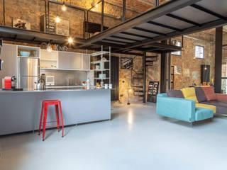 Salones de estilo industrial de Soffici e Galgani Architetti Industrial