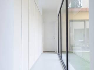 Soffici e Galgani Architetti 工業風的玄關、走廊與階梯 White