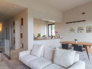Salones de estilo minimalista de Soffici e Galgani Architetti Minimalista