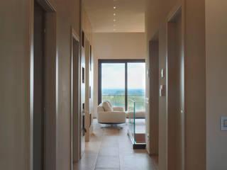 Pasillos, vestíbulos y escaleras de estilo minimalista de Soffici e Galgani Architetti Minimalista