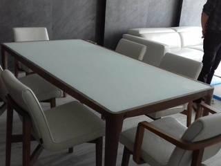 Minimalistyczna jadalnia od Designo Arquitectos Minimalistyczny