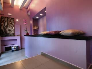 Centro estetico Beauty&Chic | Ristrutturazione Negozi & Locali commerciali moderni di STUDIO ACRIVOULIS Architettra + Interior Design Moderno