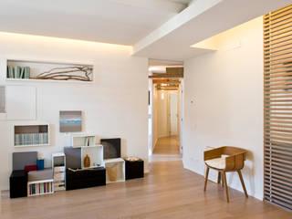 Bianche Geometrie Soggiorno moderno di STUDIO ACRIVOULIS Architettra + Interior Design Moderno