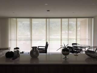 Panel japonés en screen:  de estilo  por Casa Victoria persianas
