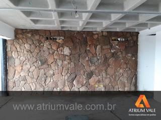 Paredes y suelos de estilo mediterráneo de Atrium Vale Pedras e Projetos Mediterráneo