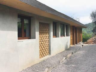 โดย ALIWEN arquitectura & construcción sustentable - Santiago โมเดิร์น