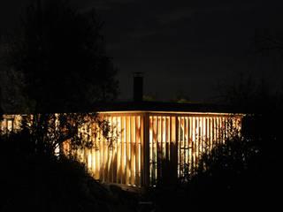 現代房屋設計點子、靈感 & 圖片 根據 ALIWEN arquitectura & construcción sustentable - Santiago 現代風