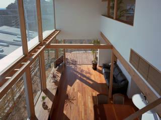 Modern Living Room by 西島正樹/プライム一級建築士事務所 Modern