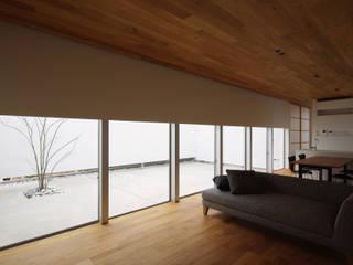 Livings de estilo asiático de 株式会社 空間建築-傳 Asiático