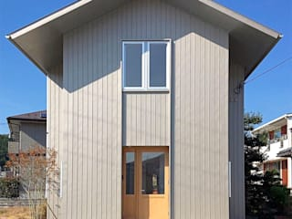粟野の家: 神永設計が手掛けた壁です。