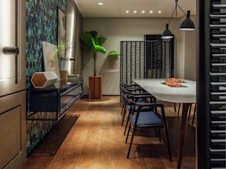 Modern dining room by Johnny Thomsen Arquitetura e Design Modern