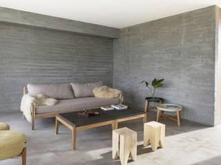 Living escandinavo en casa de BAM arquitectura:  de estilo  por LAS MARINAS