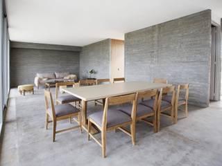 Living comedor en casa de BAM arquitectura sustentable:  de estilo  por LAS MARINAS
