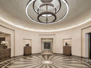 Minimalist corridor, hallway & stairs by TRAZZO ILUMINACIÓN Minimalist