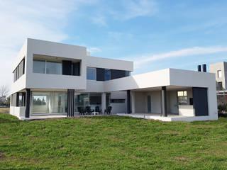 prl80011: Casas unifamiliares de estilo  por CONSTRUCTORA EDIFICAR