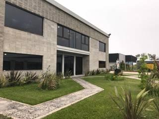 Study/office by Luis Barberis Arquitectos, Minimalist