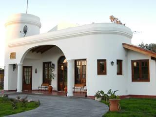 Villas by Luis Barberis Arquitectos, Colonial