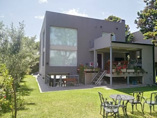 Single family home by Luis Barberis Arquitectos, Modern