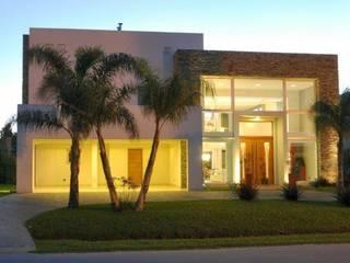 Single family home by Luis Barberis Arquitectos, Minimalist