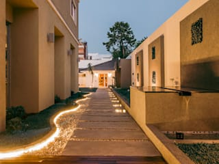 Garden by Luis Barberis Arquitectos, Minimalist