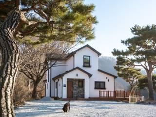 홍천 루디아 하우스: (주)리움하우스의  전원 주택