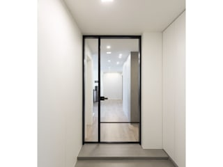 Modern Corridor, Hallway and Staircase by WITHJIS(위드지스) Modern