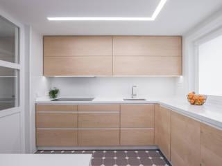 15o1o puntodefuga ESTUDIO Cocinas de estilo minimalista