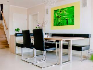Modernes Esszimmer mit Lederbank und Holztisch ausziehbar:  Esszimmer von T-raumKONZEPT - Interior Design im Raum Nürnberg,Modern