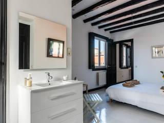 REFORMA VIVIENDA MADRID : Baños de estilo  de Loema Reformas Integrales Madrid , Moderno