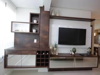 Living room by Myrtes Henrique Arquitetura Personalizada