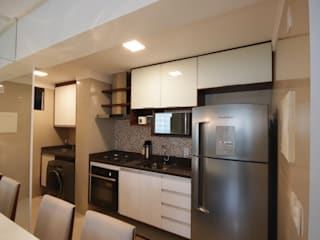 Kitchen by Myrtes Henrique Arquitetura Personalizada