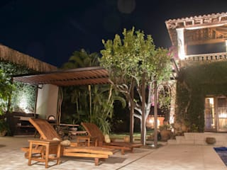 Casa Chica de Cortes, AT arquitectos, México. Balcones y terrazas coloniales de AT arquitectos Colonial