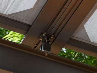Pergola:  Terrasse von Markisen Zanker im Raum Stuttgart,Modern