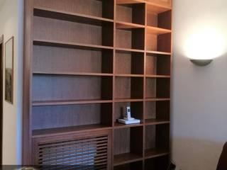 Libreria in Rovere con Copritermosifone Inglobato:  in stile  di Falegnameria Conca