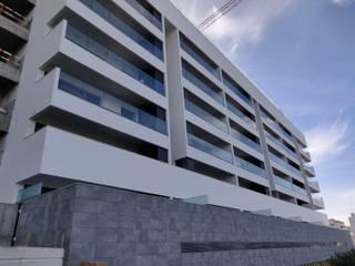 Lux Terrace - Alta de Faro Casas modernas por SAM'S - Soluções em alumínio e PVC Moderno