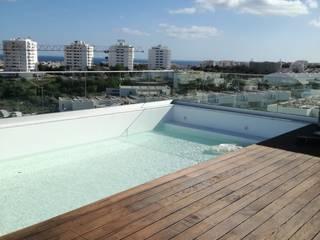 Lux Terrace - Alta de Faro Piscinas modernas por SAM'S - Soluções em alumínio e PVC Moderno