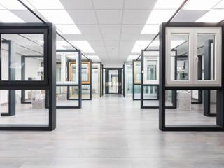 Showroom Janelas e portas minimalistas por SAM'S - Soluções em alumínio e PVC Minimalista