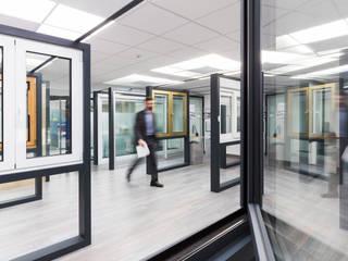 Showroom por SAM'S - Soluções em alumínio e PVC Minimalista