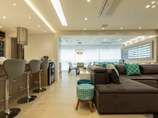Apto. Vereda Reserva IV: Salas de estar  por LAM Arquitetura | Interiores