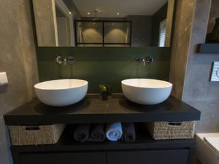 Maatwerk badkamermeubel met ronde kommen: modern  door De Eerste Kamer, Modern