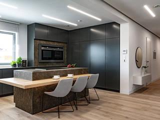 Parter domu na planie otwartym – kuchnia i jadalnia SZARA / studio Kuchnia na wymiar Kwarc Szary