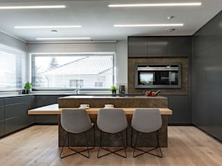 Parter domu na planie otwartym – kuchnia i jadalnia SZARA / studio Kuchnia na wymiar Marmur Szary