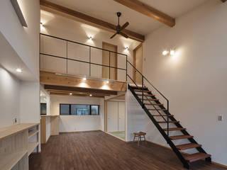 北下馬野町の家 新築工事: Echizen Ryouta Design Laboratoryが手掛けたリビングです。,