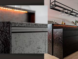 SZARA / studio Bodegas de vino de estilo moderno Tableros de virutas orientadas Negro