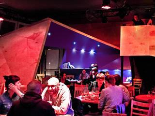 Metamorfoza wnętrza klubokawiarni Meskalina – projekt mebli i wnętrza znanego klubu w centrum Poznania SZARA / studio Miejsca na imprezy Sklejka O efekcie drewna