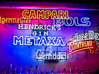 Metamorfoza wnętrza klubokawiarni Meskalina – projekt mebli i wnętrza znanego klubu w centrum Poznania SZARA / studio Bary i kluby Wielokolorowy