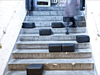 Adaptacja schronu na lokal klubowy. Projekt wnętrza i wyposażenia klubu: wystroju, unikalnych mebli i oświetlenia SZARA / studio Miejsca na imprezy Wzmocniony beton Czarny