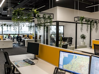 1500 m2 biurowca Marathon – projekt wnętrz siedziby firmy logistycznej SZARA / studio Biurowce Żółty